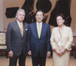 Sebastiano e la moglie Angelica insieme al presidente di Taiwan