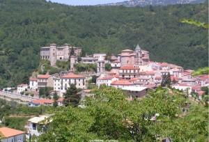 La cittadina di Carpinone con il castello
