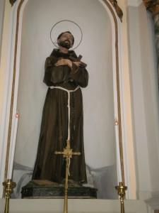 La statua di san Francesco nella chiesa di sant'Antonio