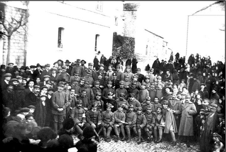 La prima Pasqua di Guerra, nell'anno 1916, capitò il 23 aprile e molti militari tornano in licenza. ( Sul Libro delle Memorie - Foto di Giovanni Paglione)
