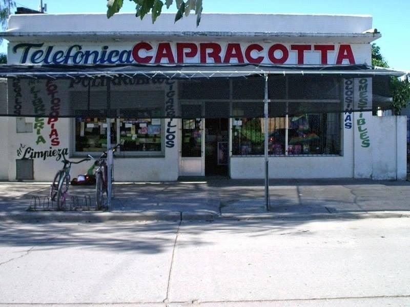 Il minimarket Capracotta a Loberia