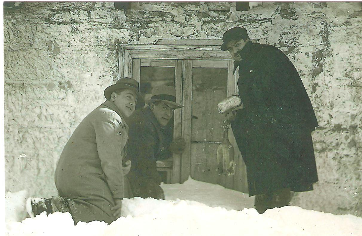 Da sinistra: il maestro Nerone di Pietrabbondante, il maestro Sisto di Boiano e il Commissario Prefettizio di Capracotta Filiberto Castiglione. Archivio fotografico: Famiglia Castiglione