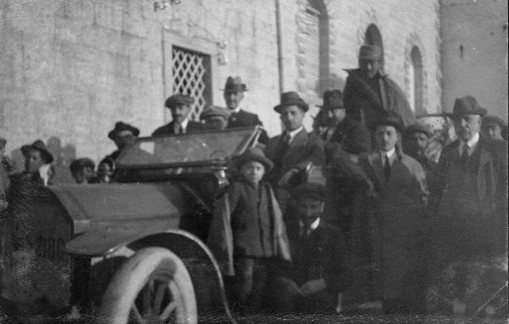 La prima automobile a Capracotta. Archivio fotografico: Cav. Giovanni Paglione
