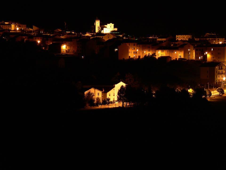 Un bellissimo panorama notturno di Capracotta del compianto Vittorio Conti