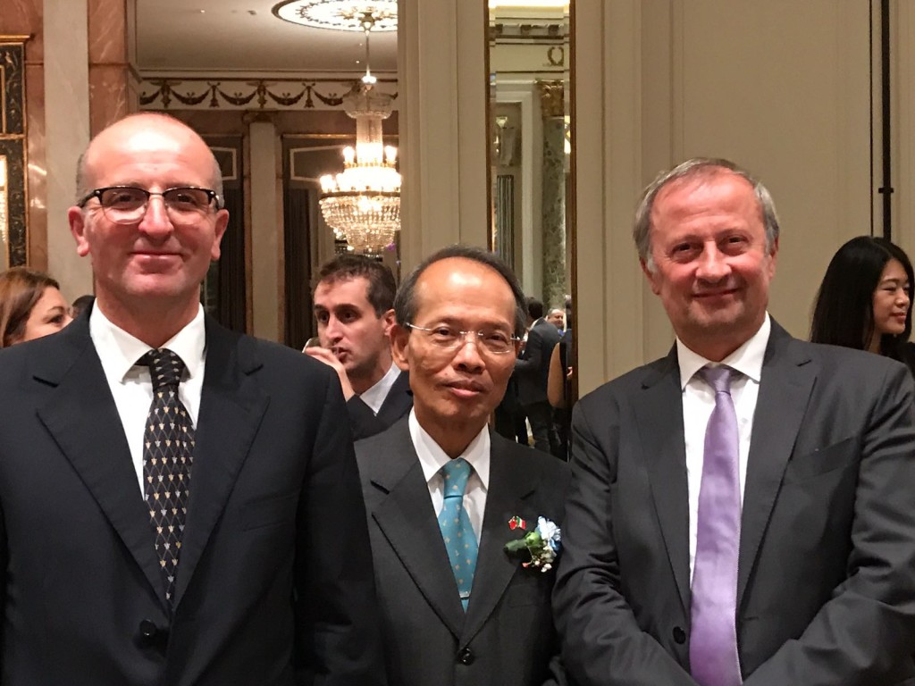 L'assessore Oreste Trotta e il sindaco Candido Paglione con l'ambasciatore di Taiwan Javier Ching-Shan Hou