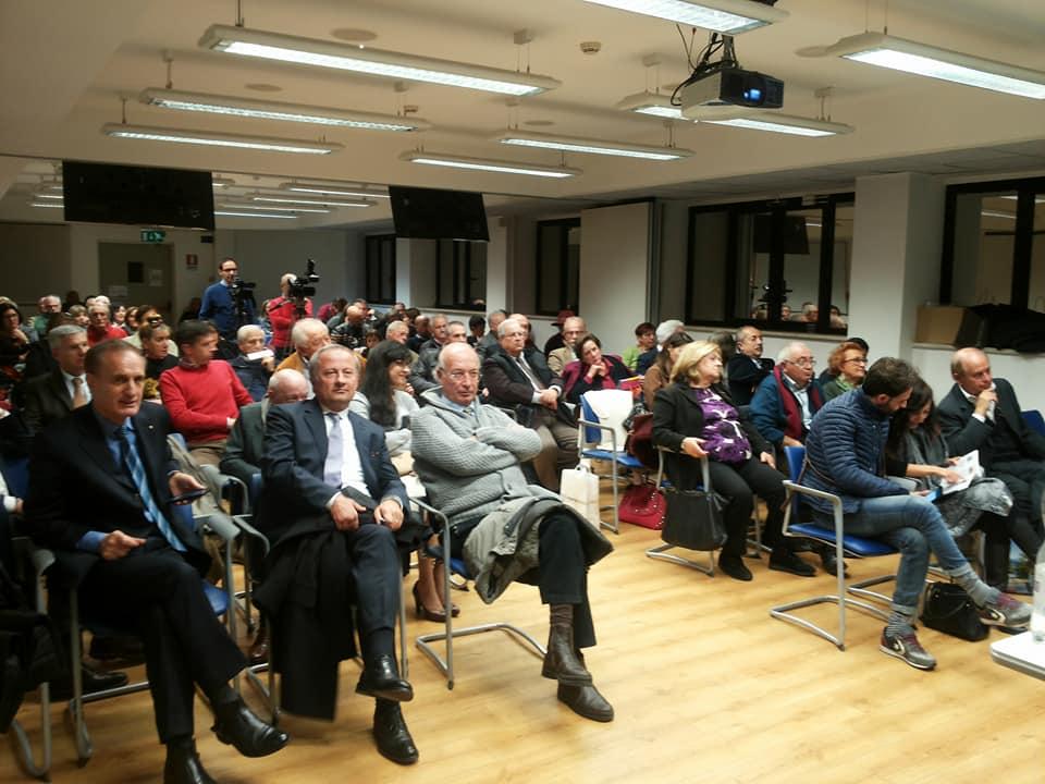 La sala convegni della Cna di Roma piena in ogni ordine di posti
