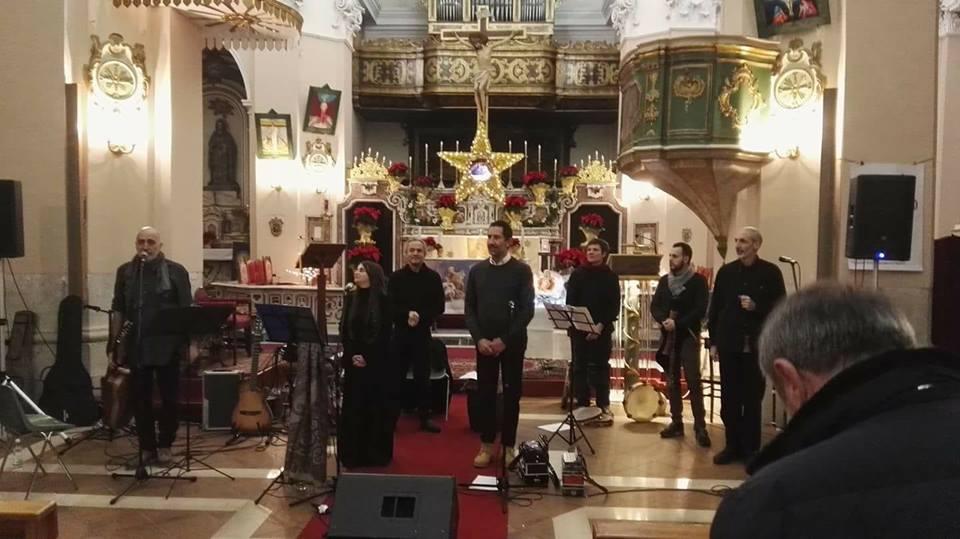 L'inchino dei Musicanti del Piccolo Borgo alla comunità capracottese al termine del concerto. Foto: Oreste Trotta