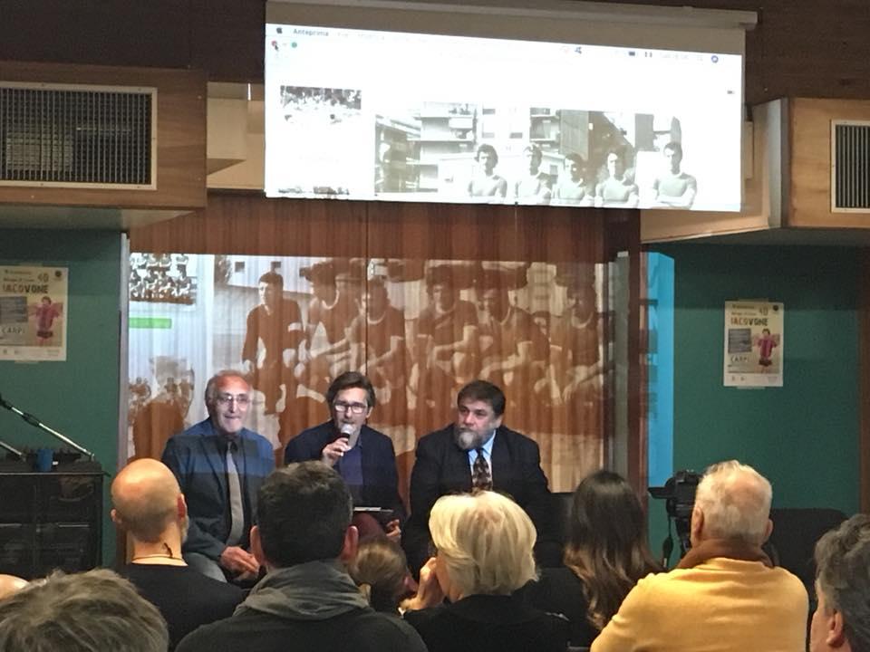 """Da sinistra: Filippo Di Tella, il giornalista e scrittore tarantino Giuliano Pavone e lo scrittore Massimiliano Morelli, autore della monografia """"Iacovone. La vita di Erasmo in un lampo"""""""